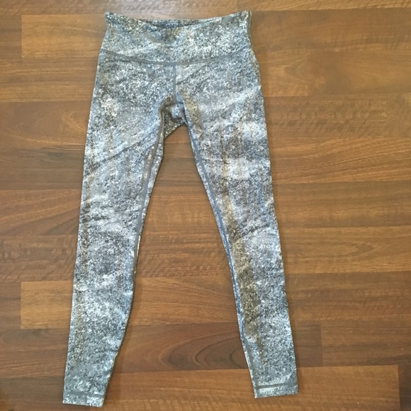lululemon athletica Pants - Like new lululemon wunder under